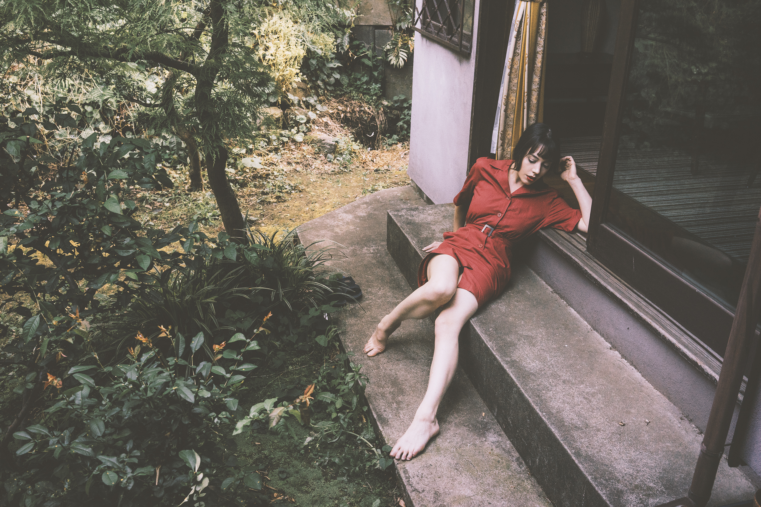 Gestalta photographed by Shuji Kobayashi. Girl in a red dress reclines in a Japanese garden