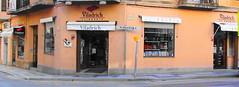 Imatge exterior de la llibreria la 2 de Viladrich, a Tortosa, mereixedora del premi II Memorial Pere Rodeja.