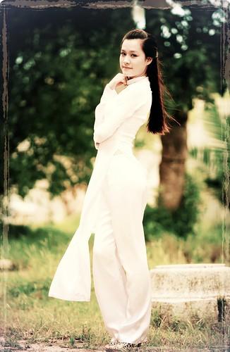 Duyên dáng áo dài by SACHNGUYEN ™
