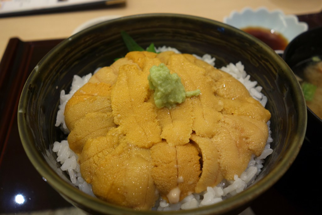 Rice bowl topped with sea urchin