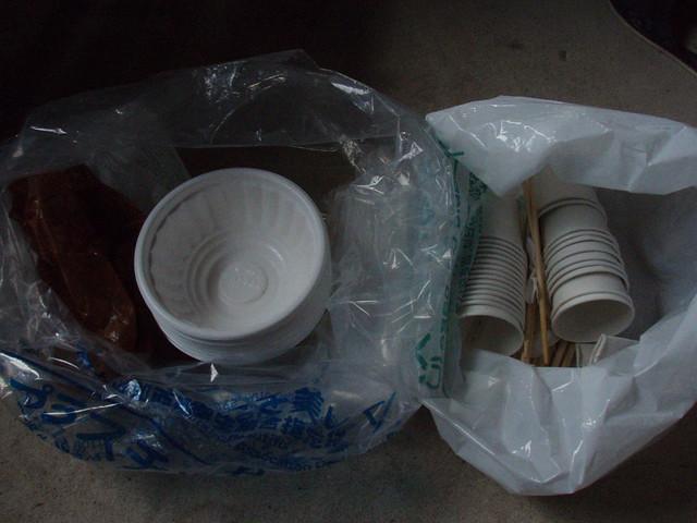 今回は「myコップ・my箸・椀・コイン(参加費)」を呼びかけたところ,ゴミはわずかこれだけだった.また,ペットボトルのゴミもずいぶん持ち帰りいただき,感謝します.