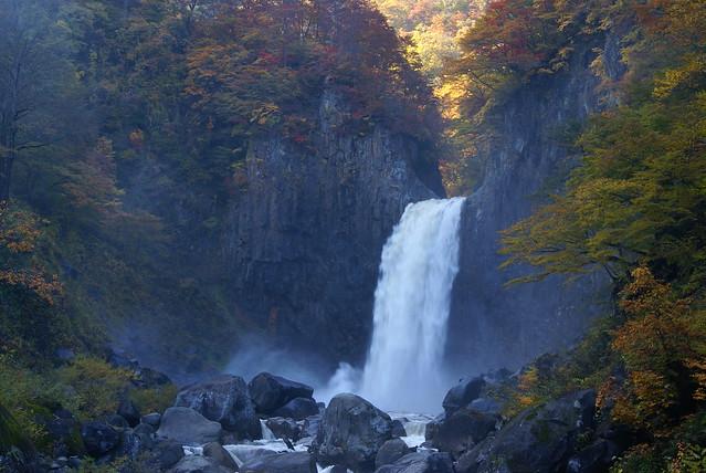写真_日本の滝百選「苗名滝」2_新潟県妙高市杉野沢