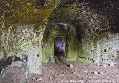 Grotta Porcareccia, sulla via Clodia, a Respampani