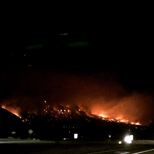 Friday night off Hwy 395 near Bishop. #roundfire