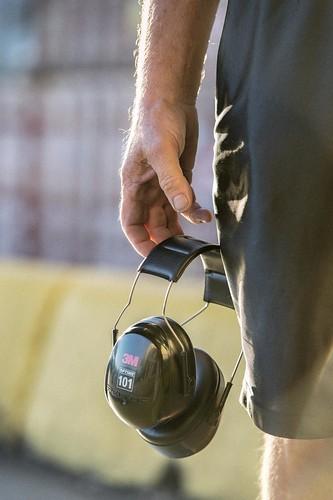 Man's Hand Holding Safety Headphones / Main d'homme tenant des écouteurs de sécurité