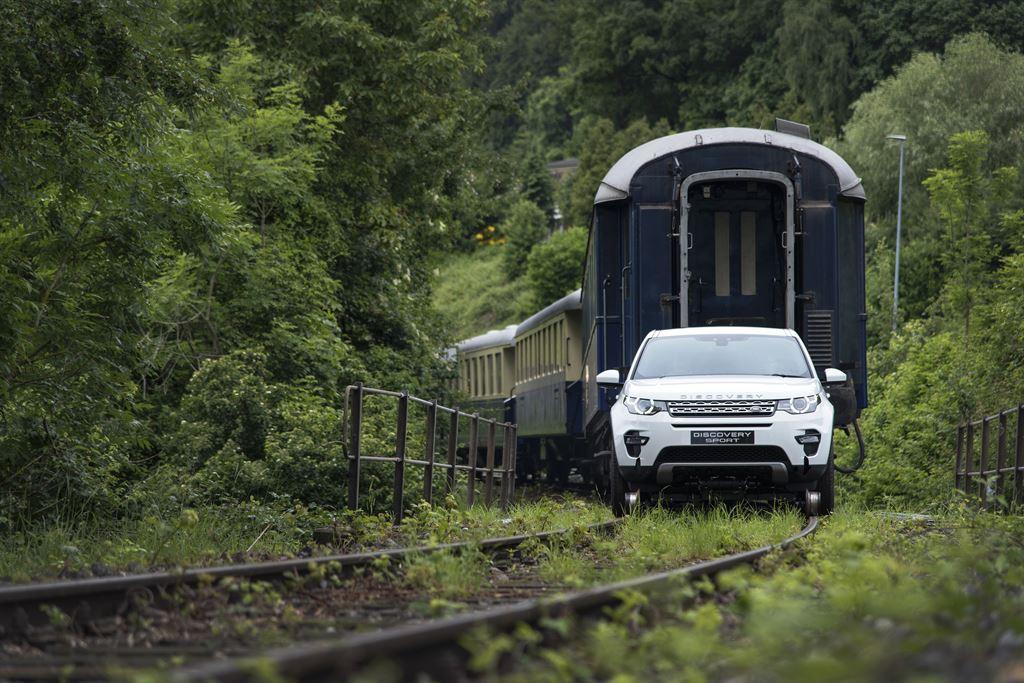 Land Rover Discovery Sport  влече вагони тешки над 100 тони