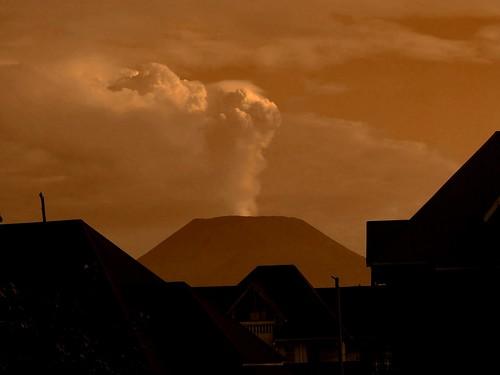 africa volcano smoke goma drc afrique volcan fumee kivu nyiragongo