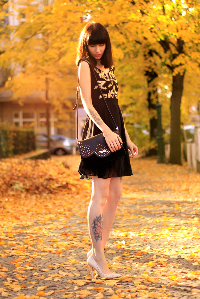Little Mistress Black and Gold Baroque dress CATS & DOGS Berlin fashion blog 7