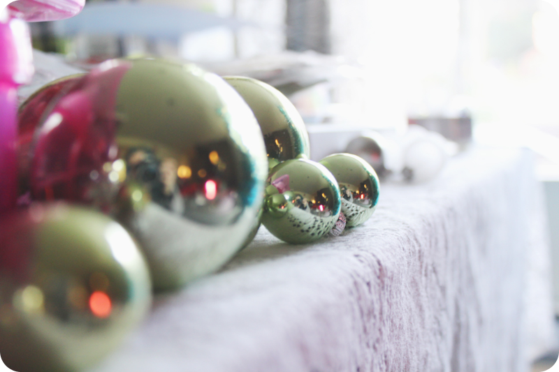 {december 4th} pics & mini | ornaments