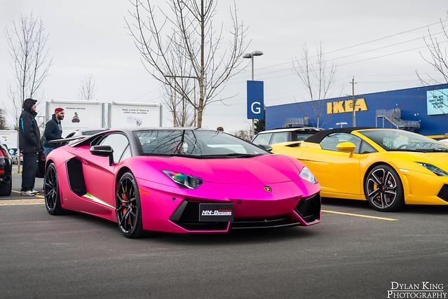 Matte chrome Pink Aventador