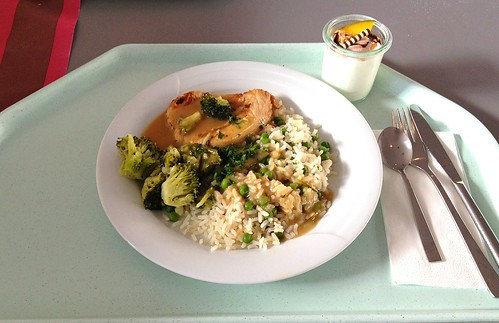 Putensteak mit Erbsenreis, Kräutersauce & Broccoli / Turkey steak with pea rice, herb sauce & broccoli