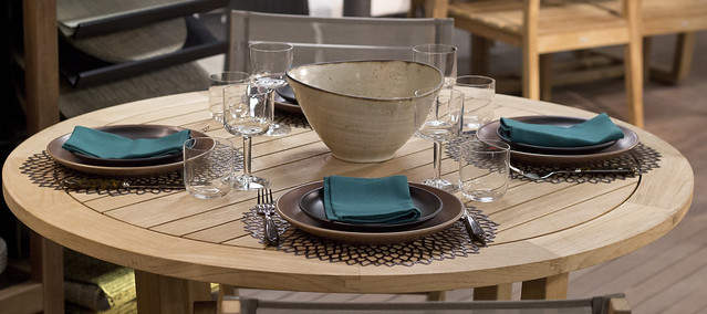 Setting 85 - Heath Ceramics Dinnerware, Simon Pearce Pure Oxide Bowl, Alessi All-Time Glasses, Sabre Tortoise Flatware, Chilewich Dahlia Placemat