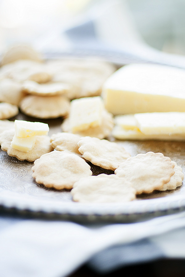 simple whole wheat water crackers