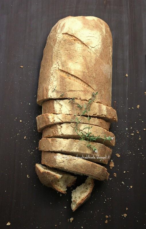 Pane piccante con provolone e timo