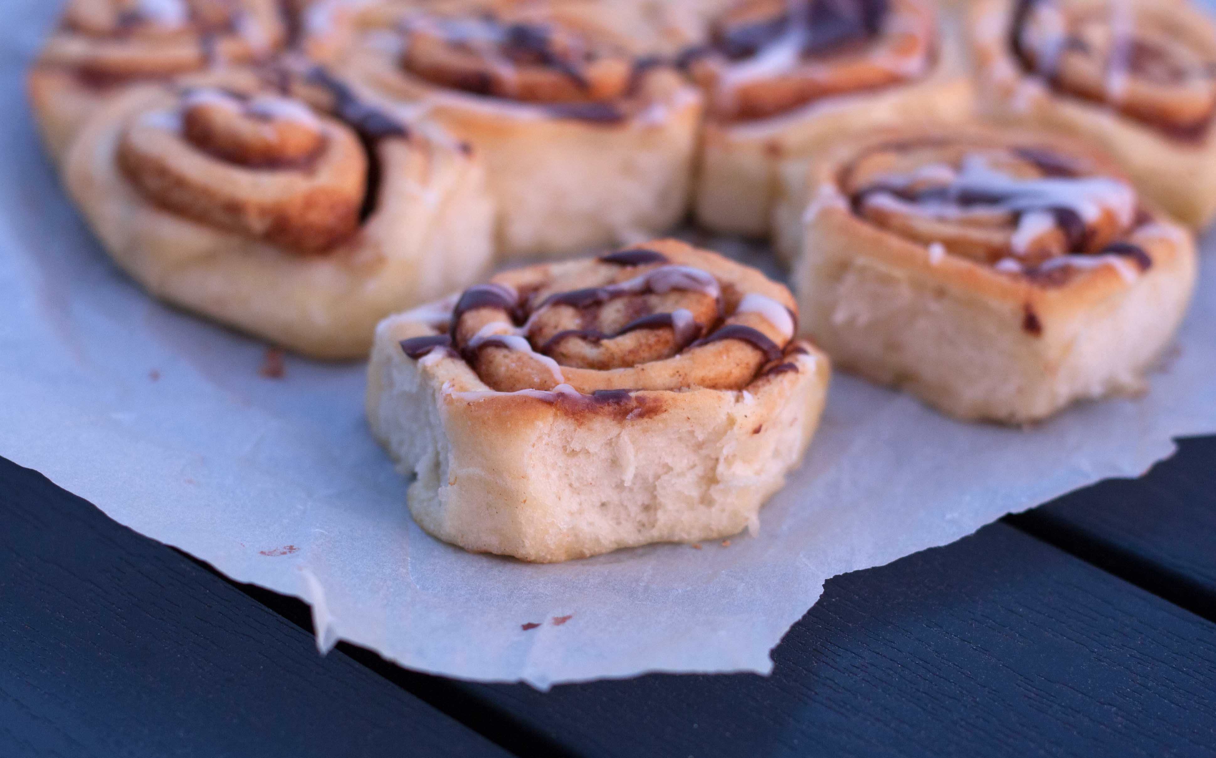 Cinnamon buns (rolls) - with no dry edges!
