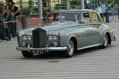 bentley s2(0.0), bentley s1(0.0), automobile(1.0), rolls-royce(1.0), rolls-royce phantom vi(1.0), rolls-royce phantom v(1.0), vehicle(1.0), automotive design(1.0), rolls-royce silver cloud(1.0), mid-size car(1.0), antique car(1.0), sedan(1.0), classic car(1.0), vintage car(1.0), land vehicle(1.0), luxury vehicle(1.0),