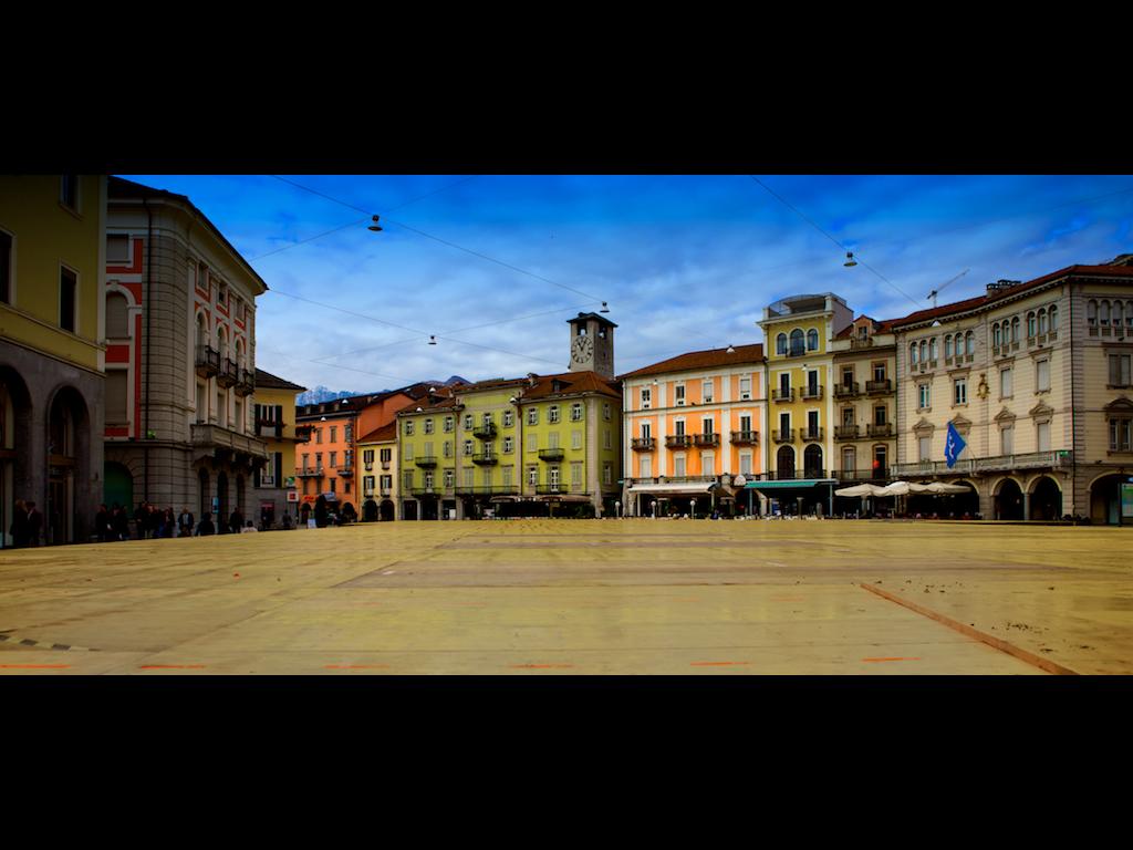 Una vista de cine de la Piazza Grande. Autor, Mbeo