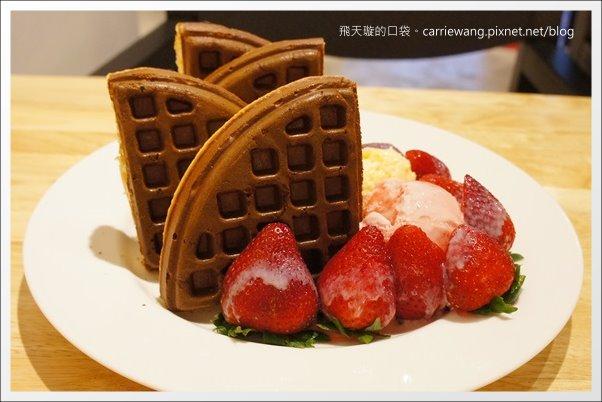 【台中下午茶】COMOC Square & Cafe。賣相很好的鬆餅,夏天 ...