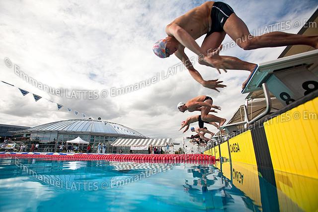 D part plong lors d 39 une comp tition de natation for Bellerive sur allier piscine