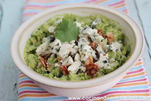 Guacamole con queso roquefort y bacon. www.cocinandoentreolivos (21)