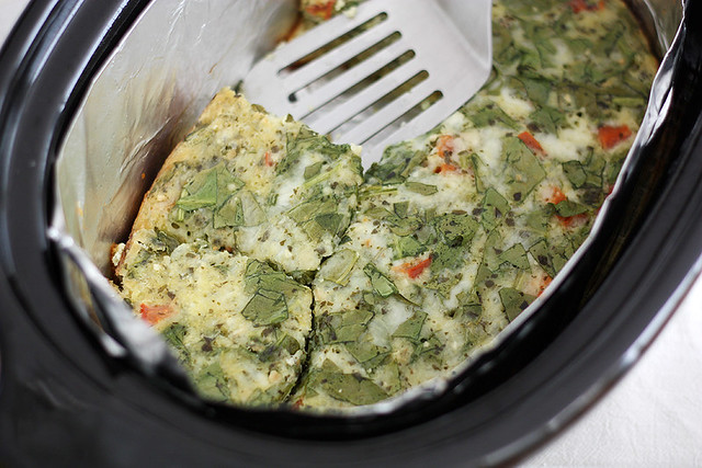 slow cooker cheesy pesto and spinach egg casserole