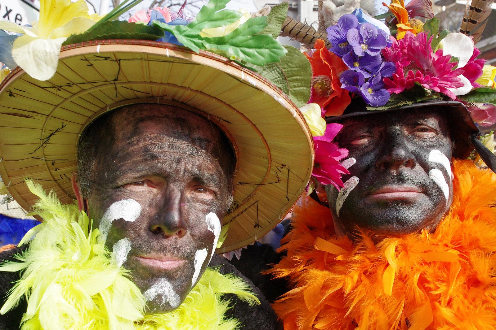 Carnaval de Dunkerque - le maquillage tape à l'oeil des carnavaleux