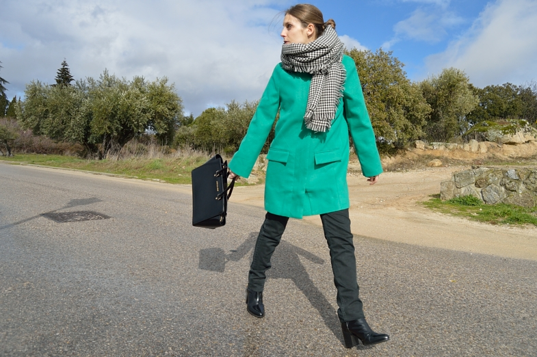 lara-vazquez-madlula-blog-fashion-style-streetstyle-green-coat-outfit