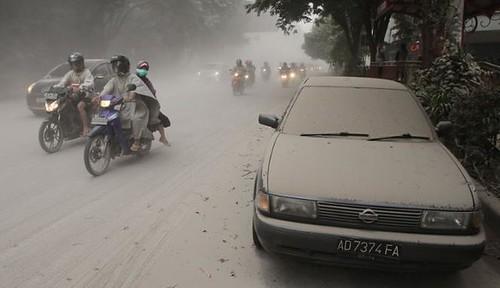 Sebagian Pulau Jawa Diselimuti Abu Vulkanik Kelud