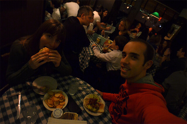 Cenando en JG Melon, la mejor hamburguesa de NYC