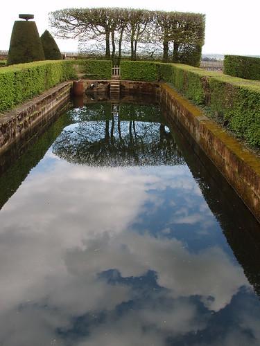 200504190072_chateau_de_Pizay_garden_reflections