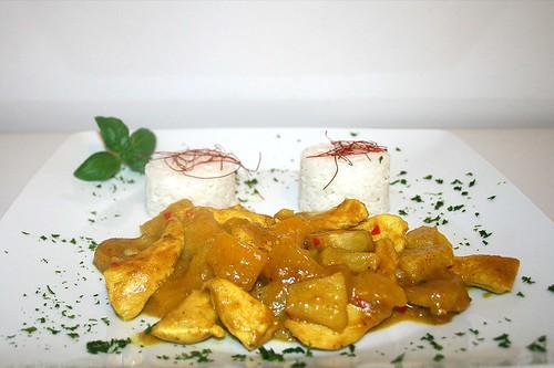 43 - Fruchtiges Hühnchen-Curry - Seitenansicht / Fruity chicken curry - Side view