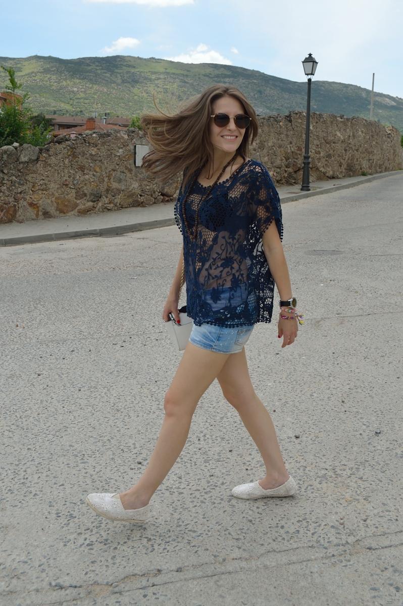 lara-vazquez-madlula-blog-lace-blue-spring-easy-outfit