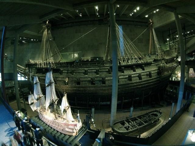 El Vasa tras su maqueta que nos muestra la grandeza del buque buque de guerra Vasa, viaje a Estocolmo 1628 - 14060573172 c3b4cf7ddd z - buque de guerra Vasa, viaje a Estocolmo 1628