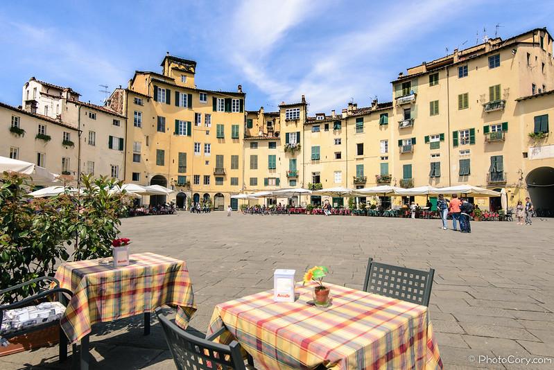 Anfiteatro Square Piazza in Lucca, Italy