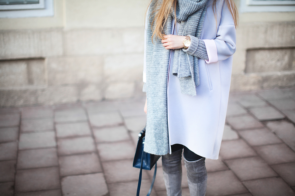total-grey-street-style-outfit-knee-high-boots