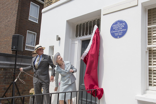 Home of Sir Frederick Ashton receives a blue heritage plaque © English Heritage, 2016