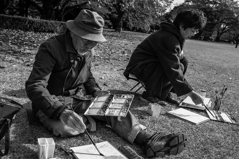 Painting in Shinjuku Gyoen - painting was one of HCB's life long pursuits.