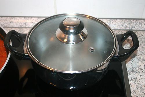 26 - Topf mit Wasser aufsetzen / Bring pot with water to cook