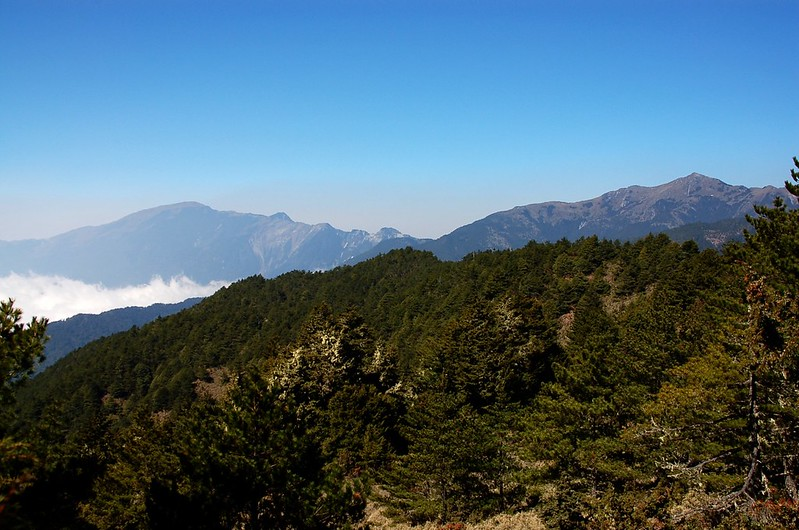 向陽、關山(From 布拉克桑山稜)