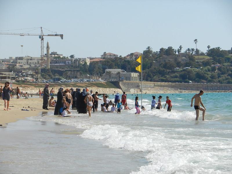 Яффо - пляж под крепостными стенами