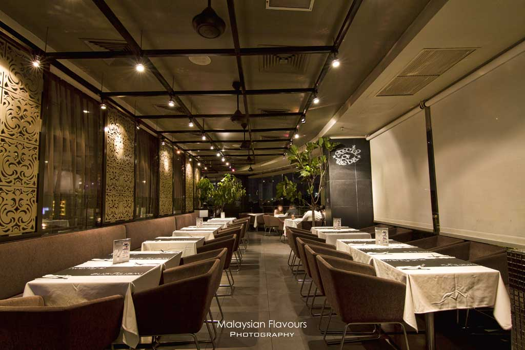 twenty-one-tables-interior
