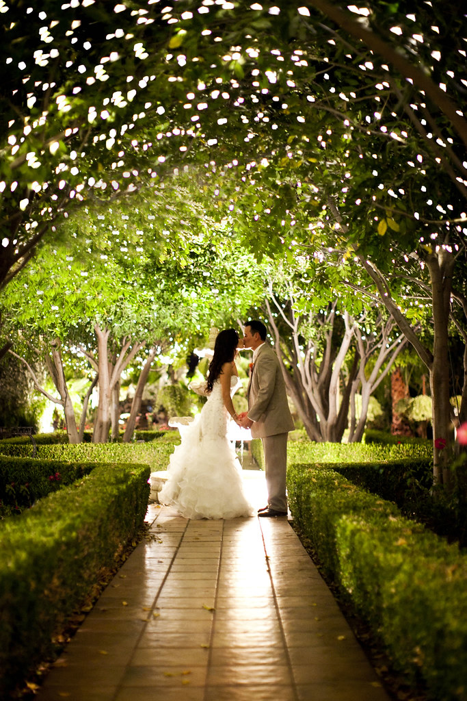 Night time twinkle lights photos at villa de amore for Best wedding places in california