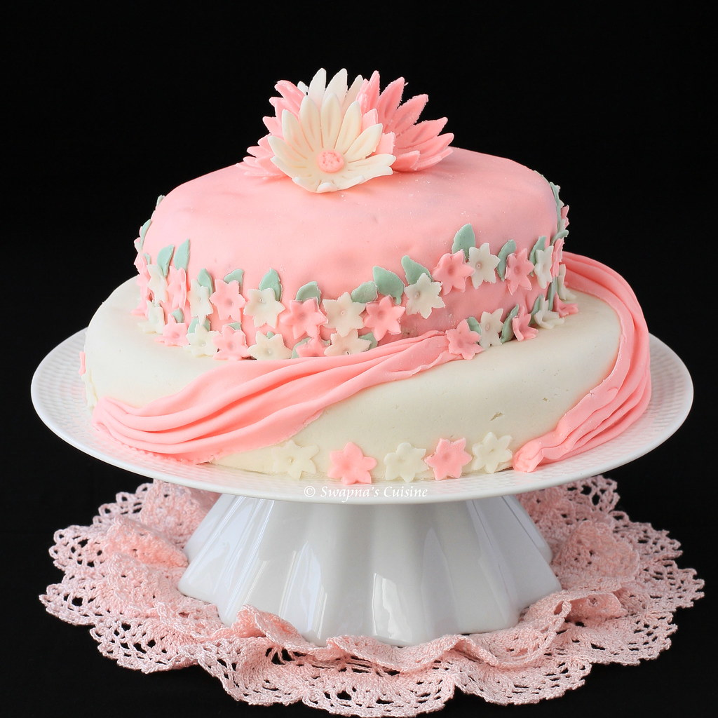 how to make tiered cakes with fondant