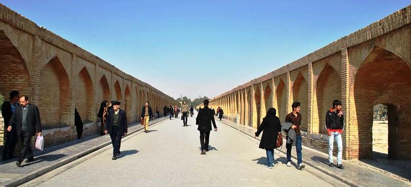 08 Puente deSio Seh Pol o de  los 33 arcos en Isfahan (64)