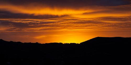 newzealand sky orange clouds sunrise landscape golden silhouettes paisaje paisagem céu dourado amanecer cielo nubes nuvens naranja siluetas 2012 dorado novazelândia nascerdosol nuevazelanda silhuetas cordelaranja