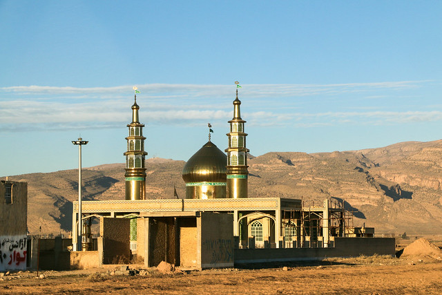 A mosque in the afternoon, near Shiraz, Iran シラーズ郊外のモスク