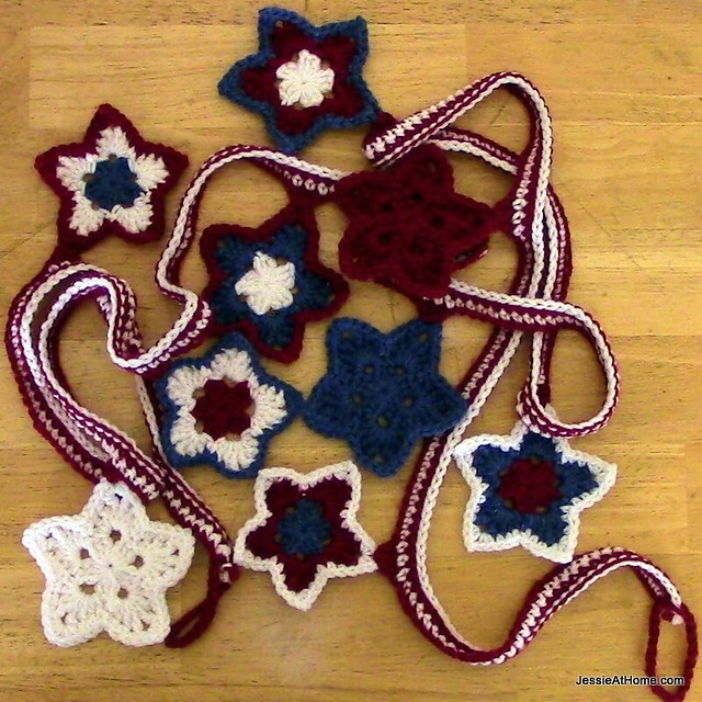 Crochet-Stars-and-Stripes-Bunting-Free-Pattern