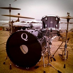 Our good friend Nick Manning of Final Conflict posted this gem today. Black maple kit. Stained inside and wrapped with laminate outside for durability. Loved building this kit!! #qdrumco #finalconflict #blackout