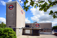 Wanstead / tube station