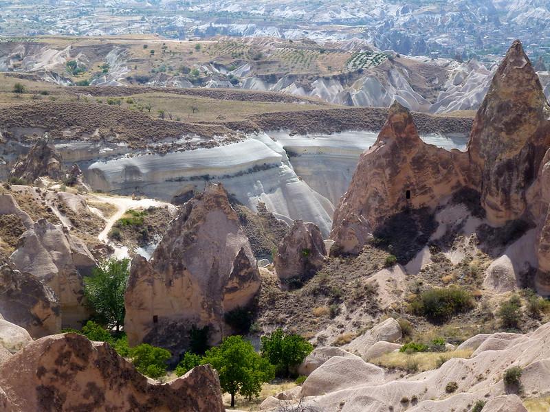 Turquie - jour 21 - Vallées de Cappadoce  - 080 - Çavuşin, Kızıl Çukur (vallée rouge)